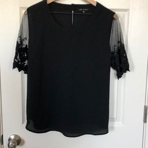Kaii XL Black top w/embroidered short sleeves